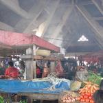 """Zoma d'Antsirabé -- <div></div><p>Un zoma (prononcer """"zouma"""") est tout simplement un marché couvert ou non.<br />Celui d'Antsirabé est particulièrement enfumé.</p>"""