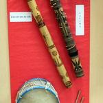 Instruments -- Bâton de pluie et Valiha (cithare tubulaire)