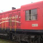 Diesel -- Le train n'est pas électrique, bien entendu.