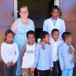 SOS Akanisoa 2014 11 1516 -- Pour cette année le CP2 ne sera qu'avec 6 éléves (un absent ce jour là).