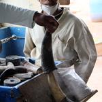 SOS Madagascar 2014 11 5013 -- Artisanat local de la corne